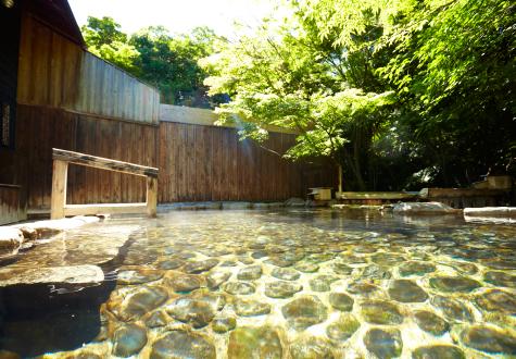 和華では、料理のほとんどに地元白浜温泉の「長生の湯」を使用しています